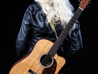 Tine Beckar goes Acoustic & Special Guests