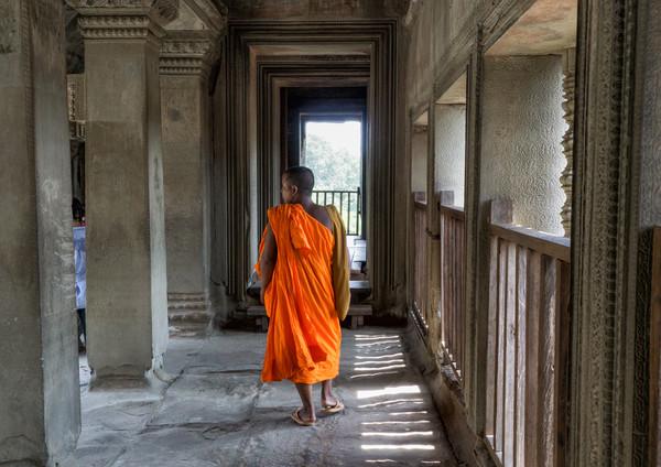 Monk in Angkor Wat.jpg