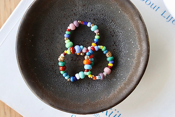 Freche Ringe aus Glasperlen