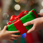 5 WAYS TO GIVE BACK TO FAMILIES IN NEED THIS HOLIDAY SEASON