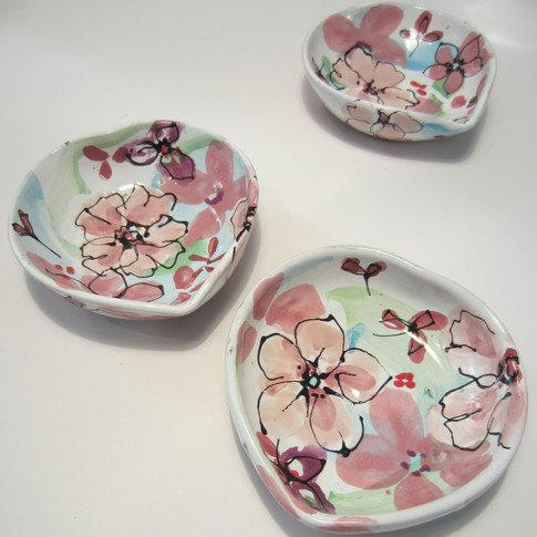 Blossom shallow heart dishes