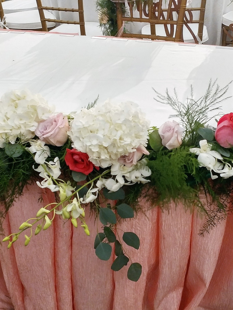 sweetheart table garland.jpg