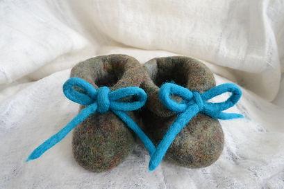 Chaussures pour bébé en laine feutrée fait main par Rasmania