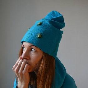 bonnet bleu en laine feutrée fait main par Rasmania