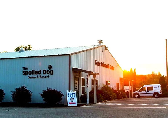 The spoiled dog salon and resort. Eagle idaho outside of buiding. Play care.