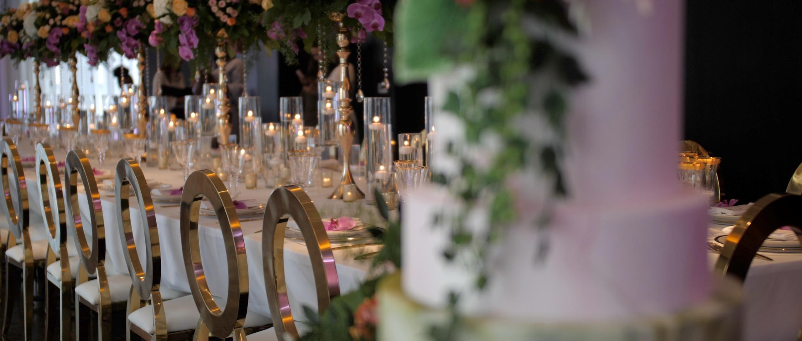 aloha london wedding films videographer cake and wedding table