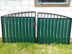 Распашные ворота с защелкой