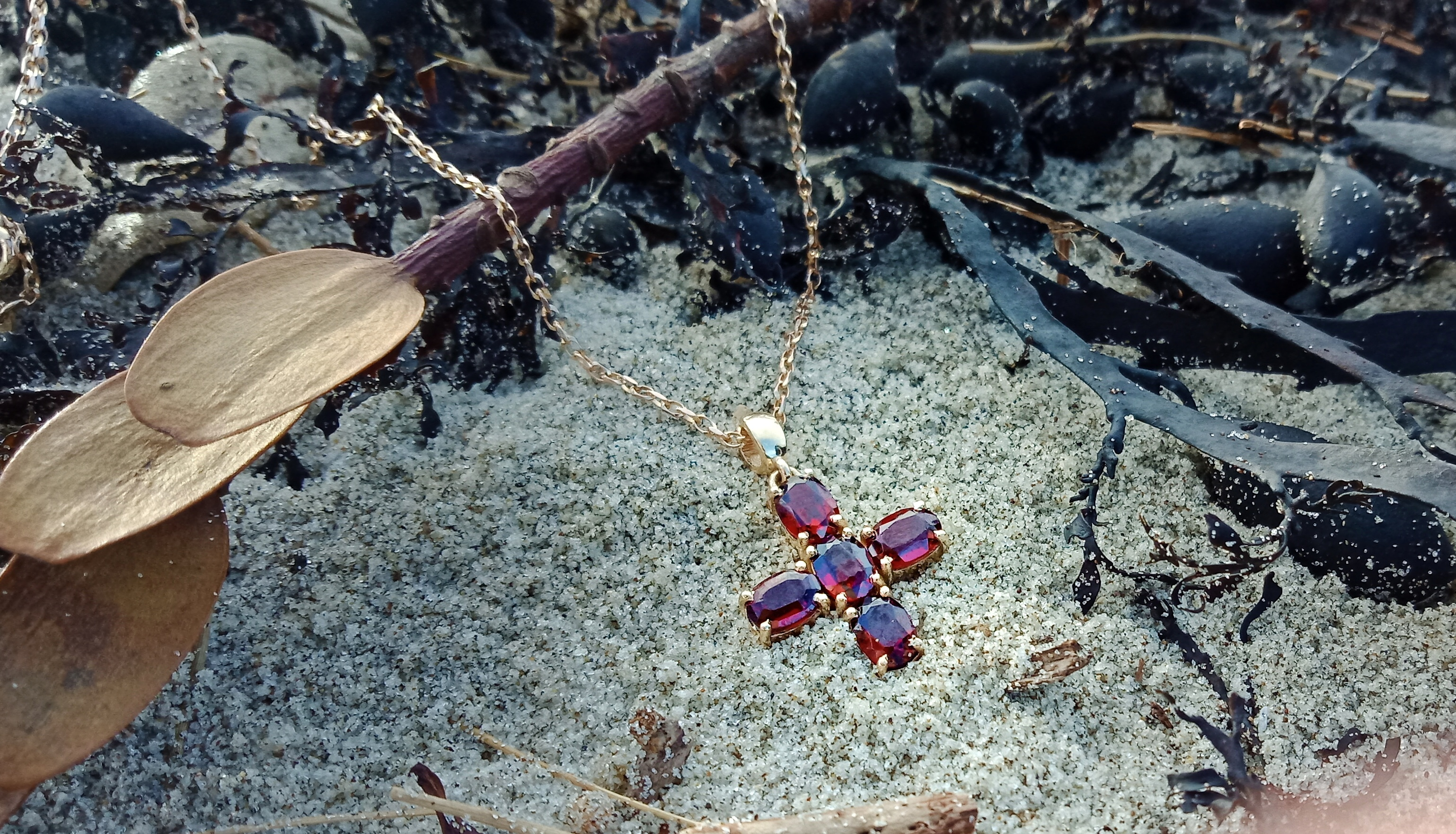 Garnet cross in 9KYG