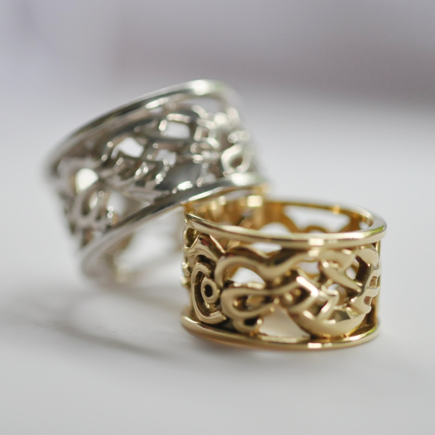 Lintel ring in gold & silver
