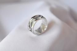 Hammerhead design ring
