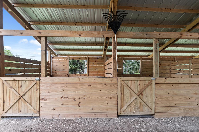 12x12 Stalls
