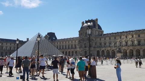 El Louvre de París anunció su reapertura