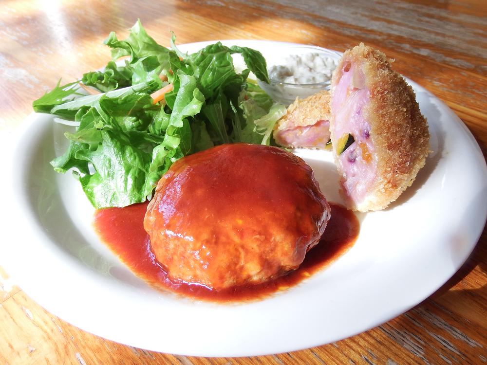 ハンバーグと紫芋コロッケ
