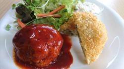 クハンバーグと鮭とほうれん草のクリームコロッケ
