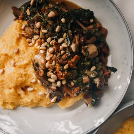 cremige Polenta mit Pilzen und Spinat