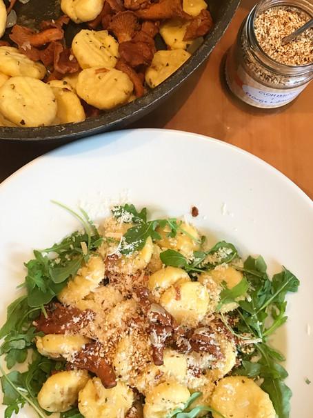 Gnocchi mit Eierschwammerl und Rucola