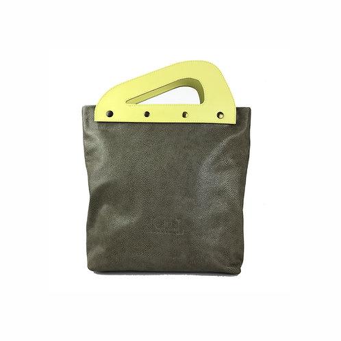 Handtasche mit pflanzlich verarbeitetem Ledergriff