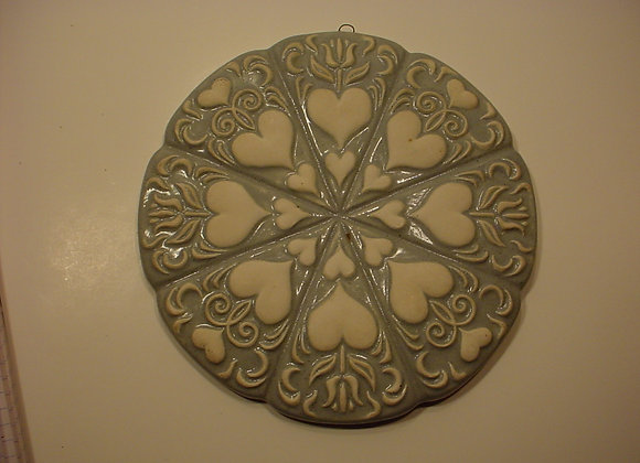 Ginger Bread Tile / Round with Hearts