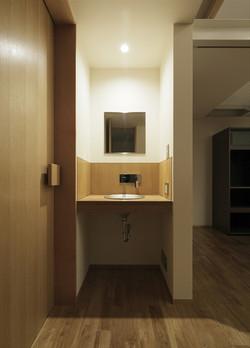 0901620023_藤沢の住宅_2階_手洗いコーナー.jpg