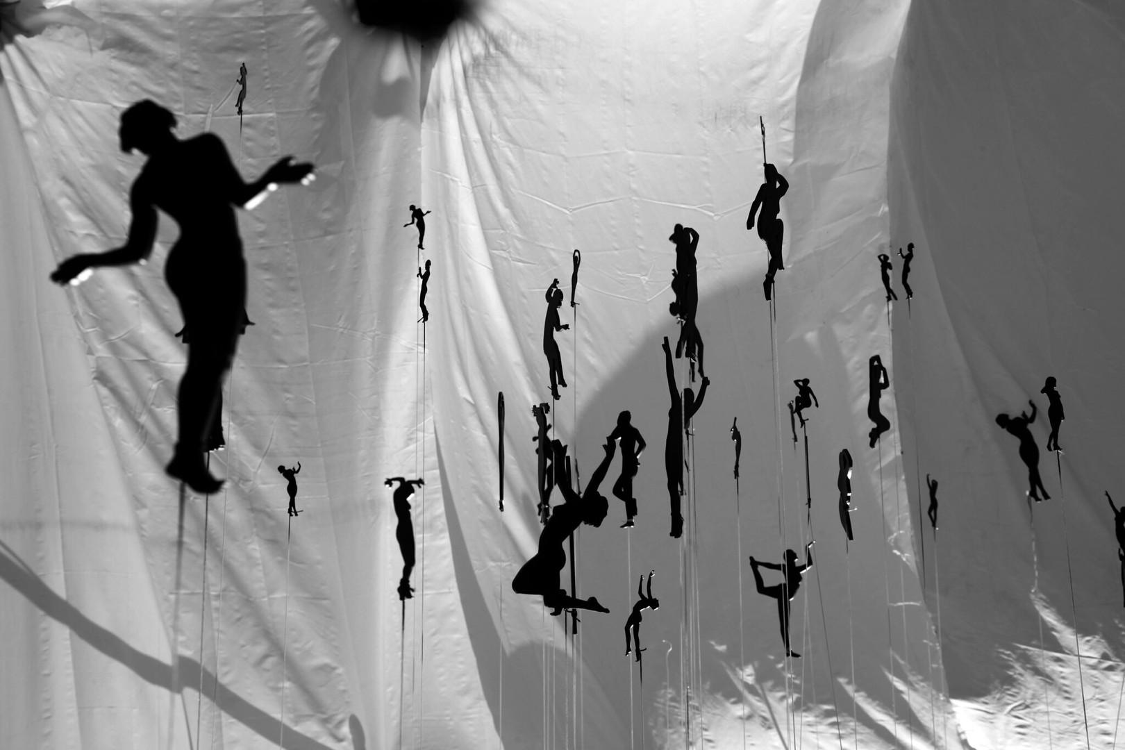 Silhouettes suspendues  Photo. Tirage non réalisé.
