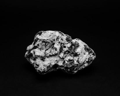 Prélèvement de roche irradiée sur la zone de l'incident Coordonnée : 68.392552, 15.082690 50 x 62,5 cm, 2019 ©David Munoz, Adagp Paris.