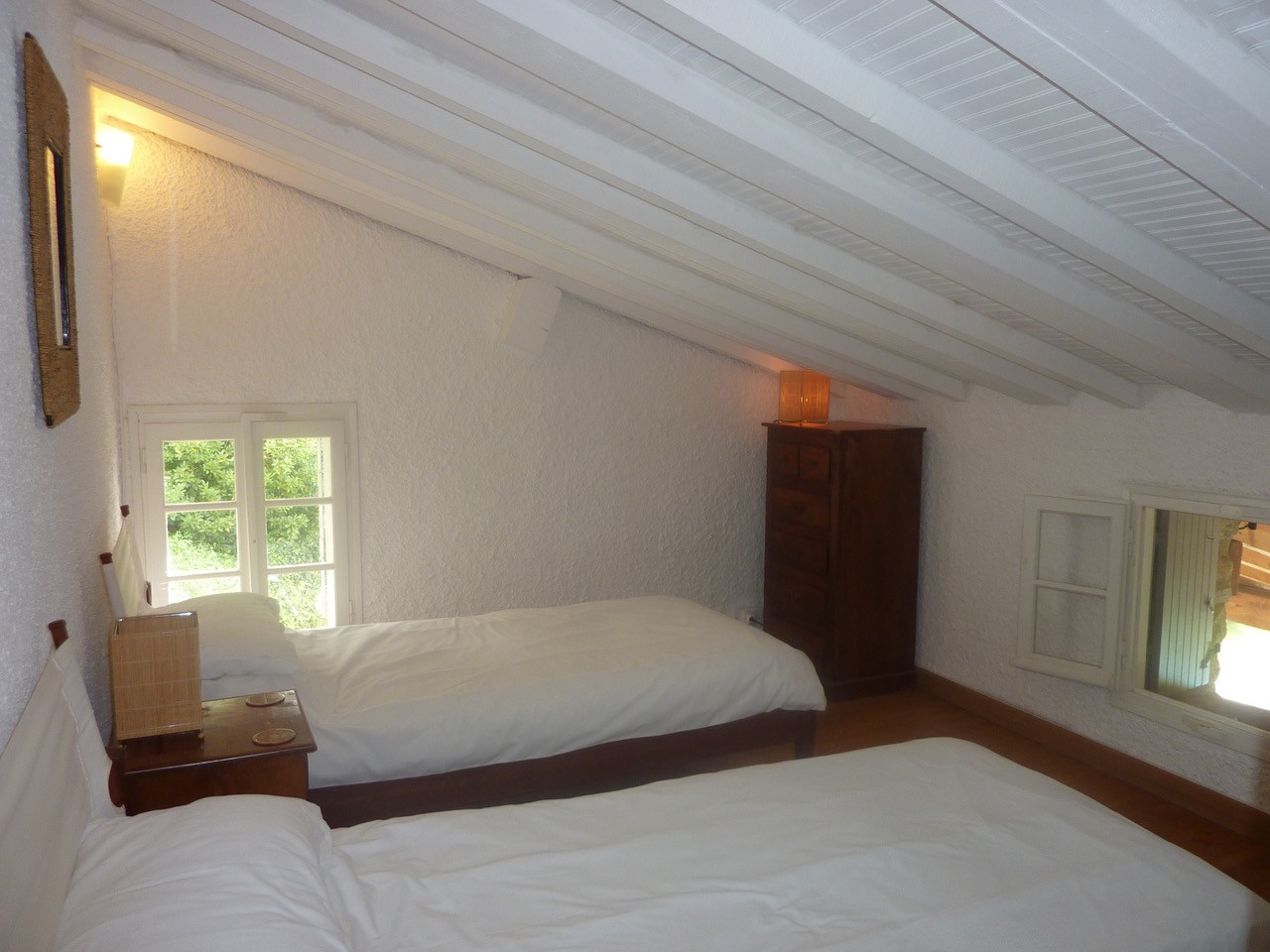 Twin Bedroom (upstairs above dining room)