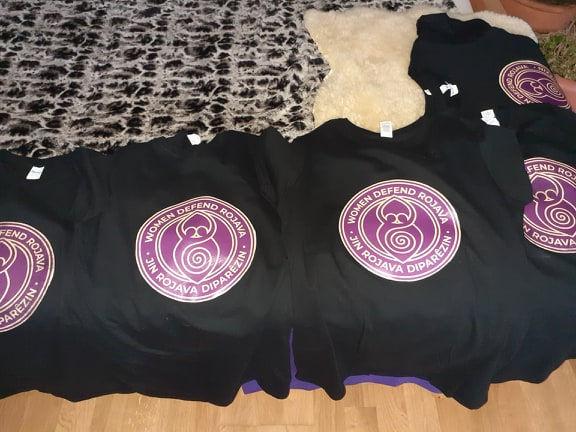t-shirts schwarz.jpg