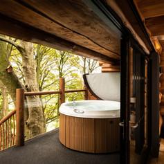 Log Cabin balcony hot tub.jpg