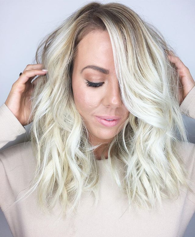B A L A Y A G E ✨ORIBE Texture Spray for that finishing touch! #blonde #blondebalayage #blondebombsh