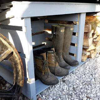 Lavender and Bee Shepherds hut log/boot store