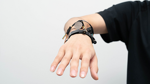 3D hand-sensing wristband signals future of wearable tech