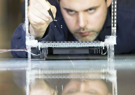 Sound waves levitate multiple objects