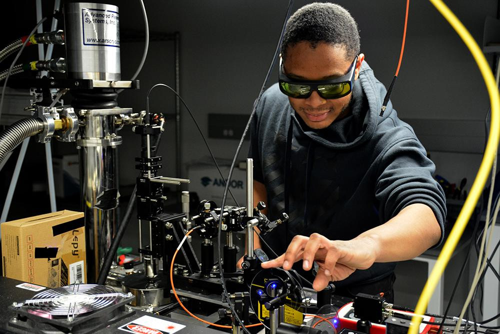 Applied physics doctoral student Jovan Nelson studies superconducting materials using ultrafast laser sources. Northwestern is a global leader in chemistry and materials science & engineering, disciplines among those playing a key part in the new INQUIRE effort. @ Roger Anderson
