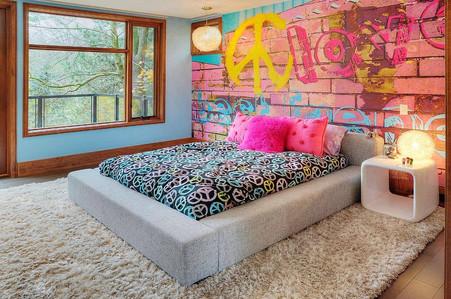 Graffiti girls room wallpaper