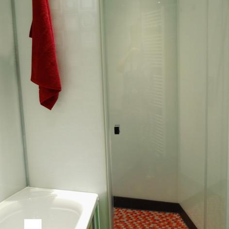 bodengleiche Duschanlage aus Glas