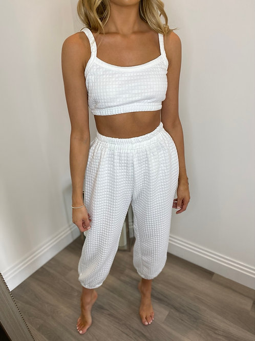 WHITE QUILTED LOUNGEWEAR