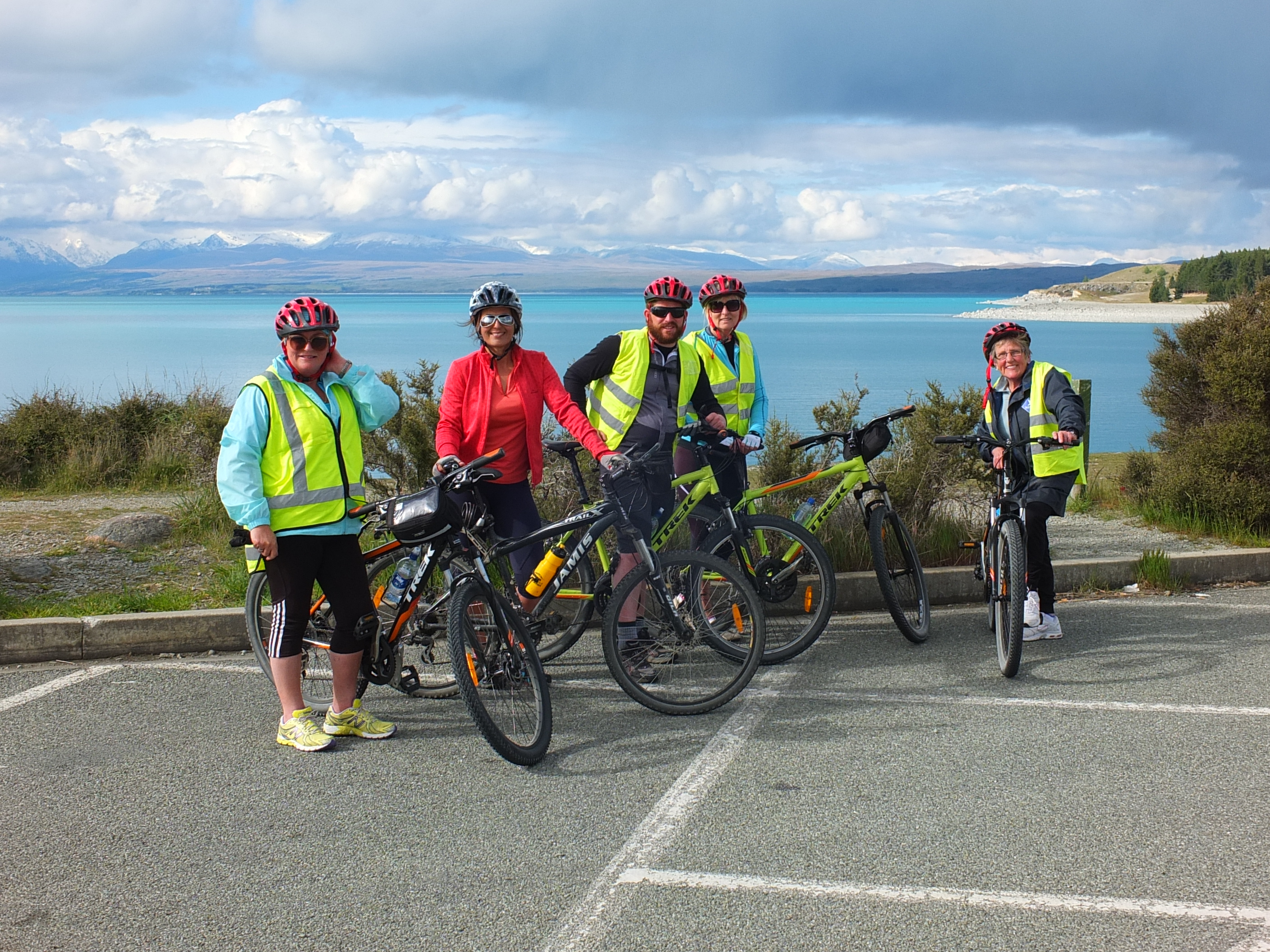 Taking a break at Lake Pukaki  on Alps2 Ocean cycle tour