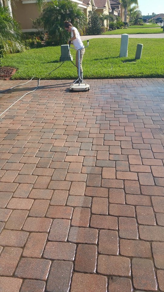 Wesley Chapel Driveway Cleaning - Renew Crew Power Washing .jpg