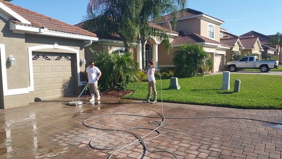 Tampa Driveway Cleaning - Renew Crew Power Washing .jpg