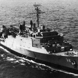 USS_Spiegel_Grove_(LSD-32)_underway_c1965.jpg