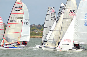 Dinghies solent start.jpg