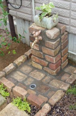 アンティークレンガの水栓