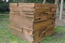 木の端材で作ったオリジナルの植木鉢カバー。