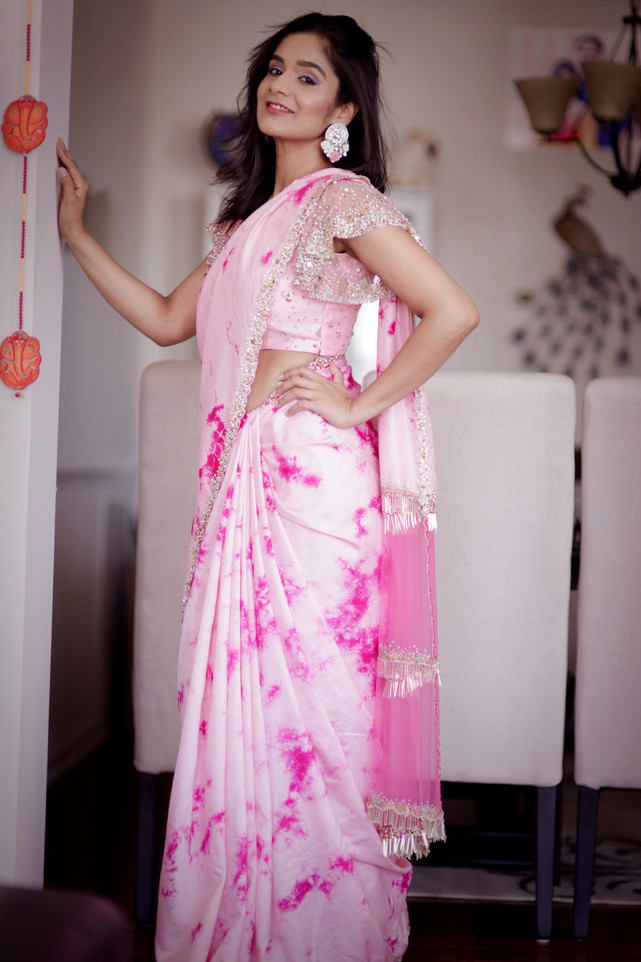 A Pink Affair :: Tie die saree with fringes