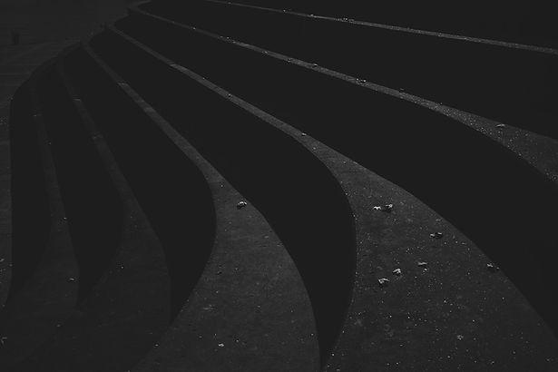 Assentos do estádio de concreto
