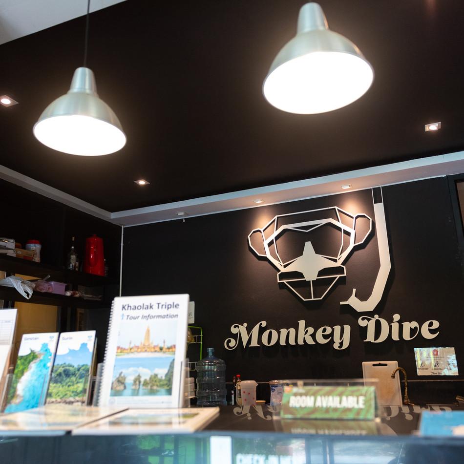 SURF & STAY : MONKEY DIVE HOSTEL KHAOLAK