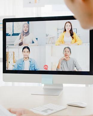asia-businesspeople-using-desktop-talk-t