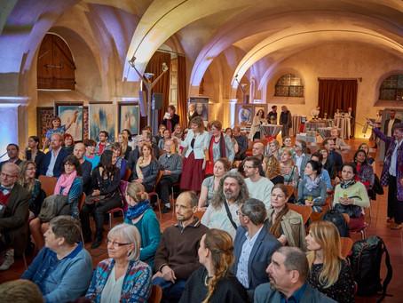 """Vernisáž výstavy holotropního umění """"Cesta k sobě"""" v Praze 22.4.2016"""