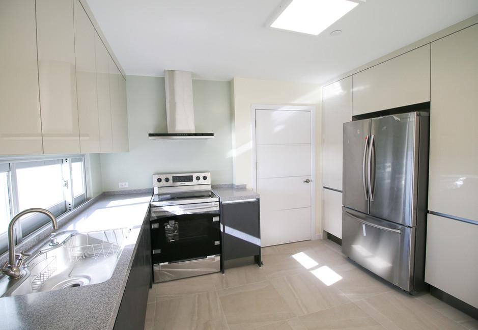 Summer Towers 2 3-Bedroom Kitchen-0536.j