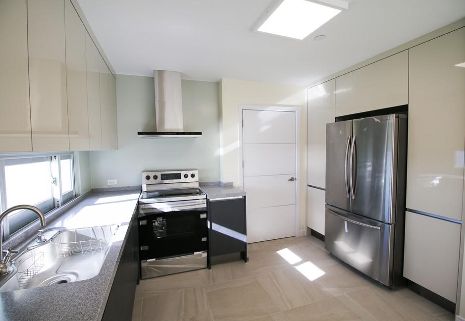 Summer Towers 2 3-Bedroom Kitchen-0535.j